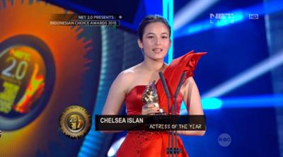 Foto Chelsea Islan Sebagai Aktris Terbaik Indonesian Choice Awards 2015