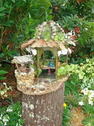 Best loved child fairy gardens for Casitas de jardin