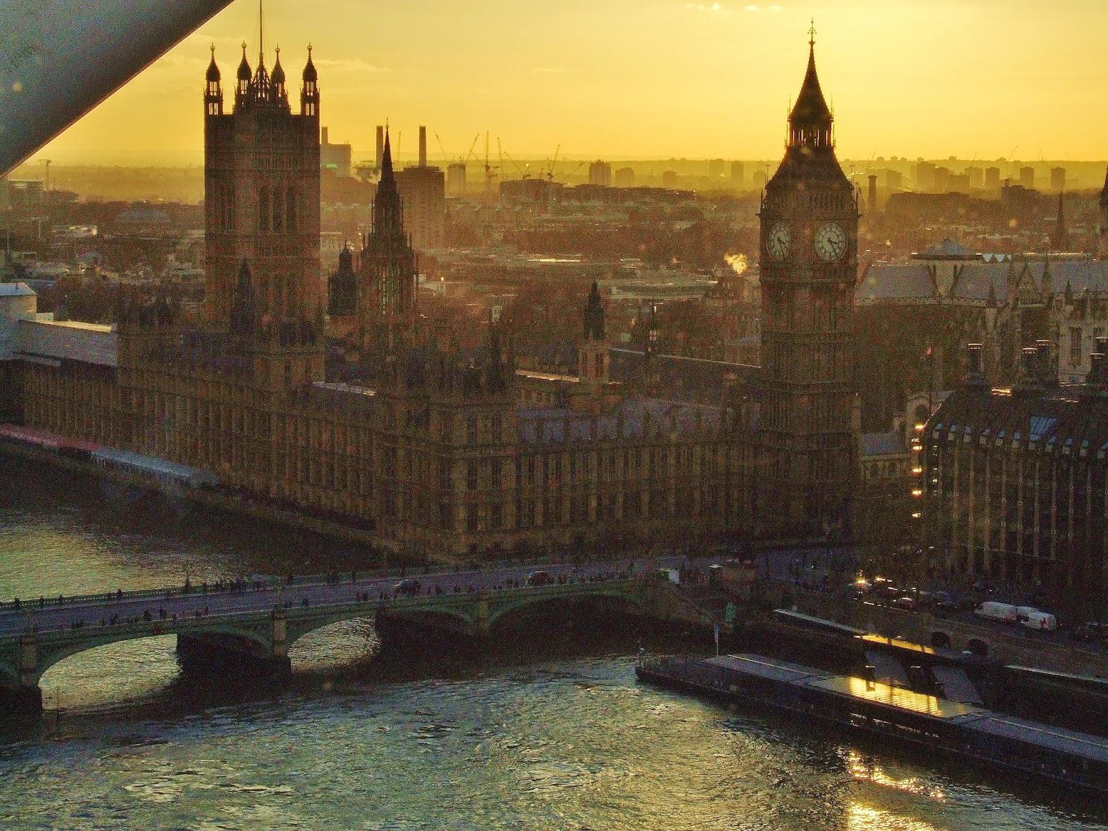 Widok na Big Bena z London Eye.