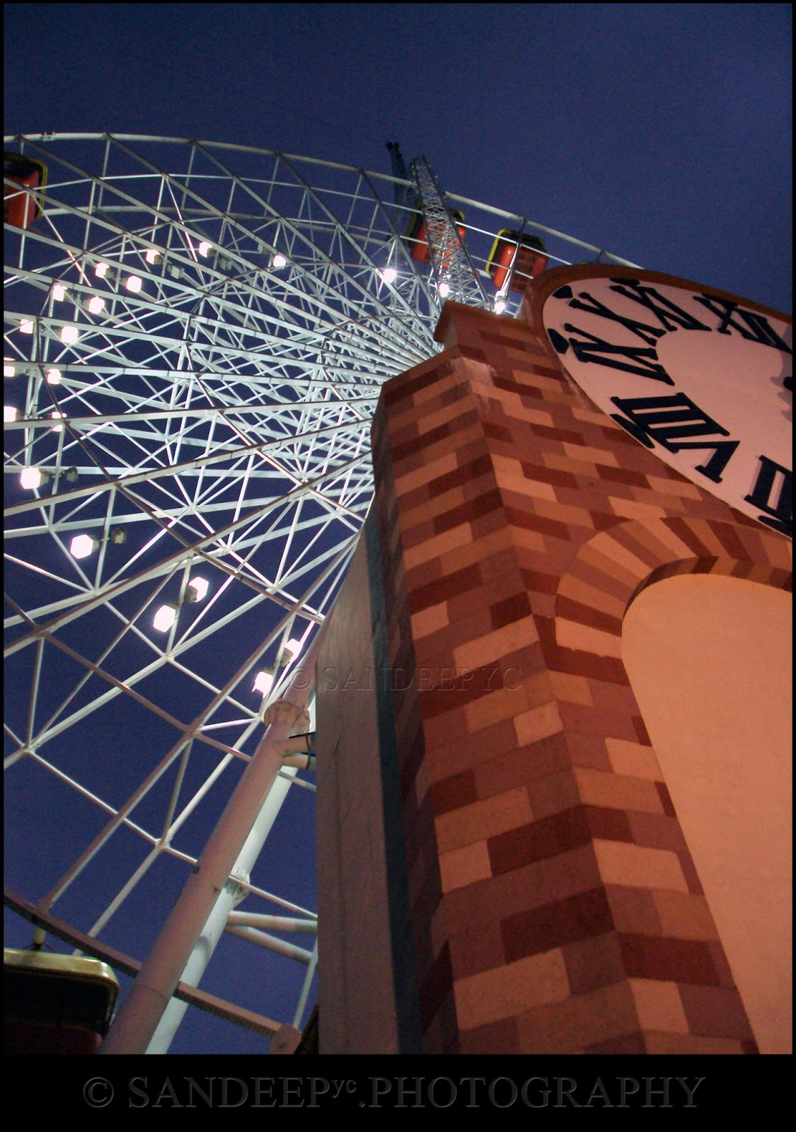 The giant clock and the skywheel
