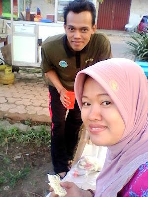 Jaswan dan Fitri Sosis Bakar Bledek Lapangan Aurora Orora Kecamatan Balung