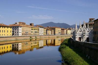 Pisa es una de las diez provincias que componen la bella región de la Toscana. Ciudad conocida por su rico patrimonio artístico, histórico y folclórico