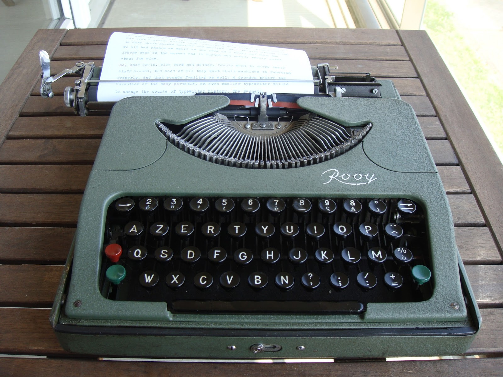frank s typewriters rooy portable typewriter. Black Bedroom Furniture Sets. Home Design Ideas