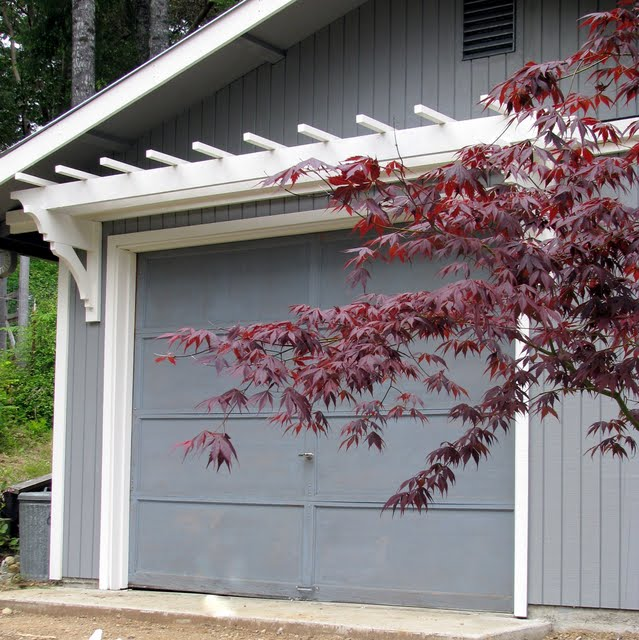 DIY Trellis Over the Garage Door - Blue Roof Cabin: DIY Trellis Over The Garage Door