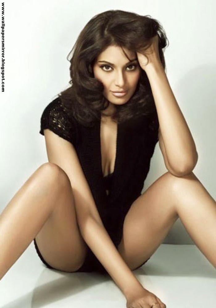 15 best Bipasha Basu Hot hd wallpapers