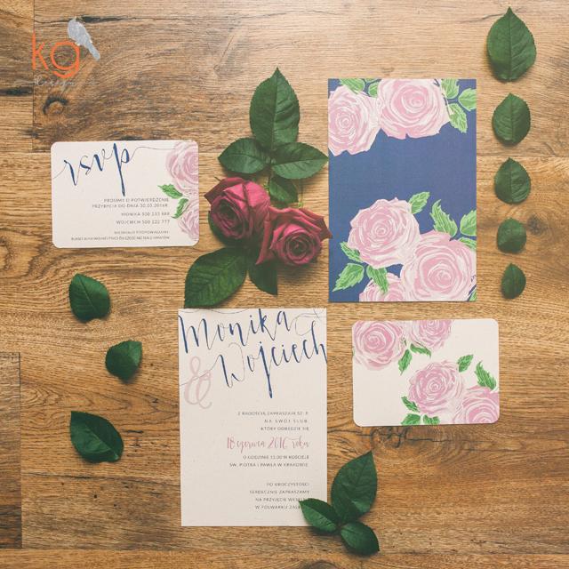 kaligrafia, róże, brudny róż, granatowy, papier eko, pismo kaligraficzne, kremowe, rustykalne, osobne karty, zielony, boho, minimalistyczne, RSVP, zaproszenia ślubne, zaproszenia slubne z rózą, kaligrafowane zaproszenia, ręcznie robione, zaokrąglone rogi, kremowe, papier ekologiczny, papier eko, eco, brudny róż, granat, navyblue, dodatkowa wkładka rsvp, zaproszenie z osobnymi kartami, projekt indywidualny ślub, kg design, papeteria slubna, poligrafia slubna, oryginalne, nietypowe, wyjatkowe, na specjalna okazje, recznie robione, artystyczne, grafika,