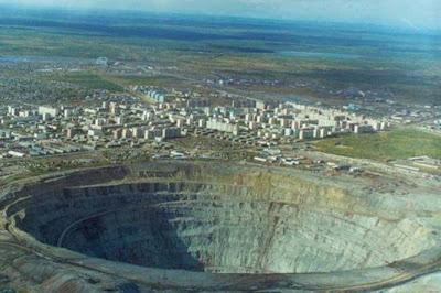 O cu do mundo, a maior mina de diamantes