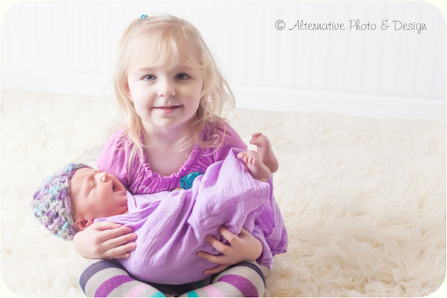 New Big Sister & Bright Eyed Baby – Newborn Photographer Janesville, WI