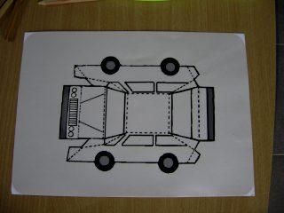 Afbeelding van een afgedrukte auto van papier