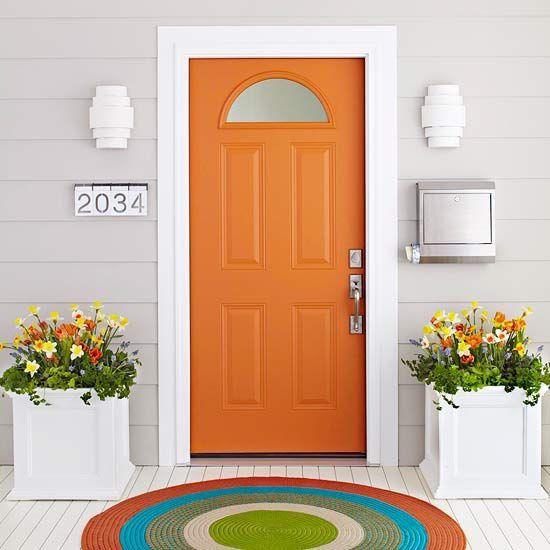 la puerta principal como la fachada de la casa es la primer imagen que ven de nosotros
