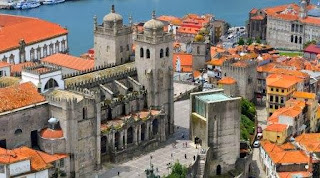 Overview of Porto's Sé Cathedral.