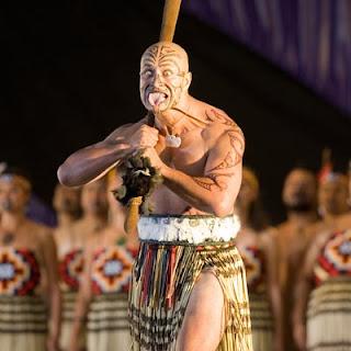 maori dansı yapan bir yerli