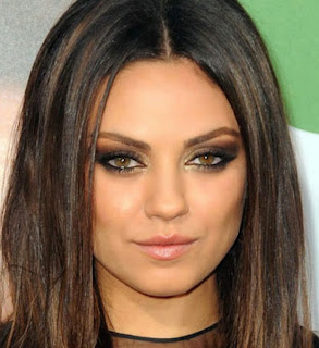 Mila Kunis, Star, Steal, Style, Fashion, Batman, Tshirt, Celebrity, Blogger, Google, Jeans, Pretty, Girl, Brunette, Makeup
