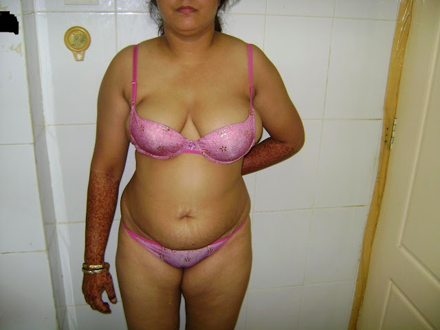 indian spicy and young nude savitha bikini show