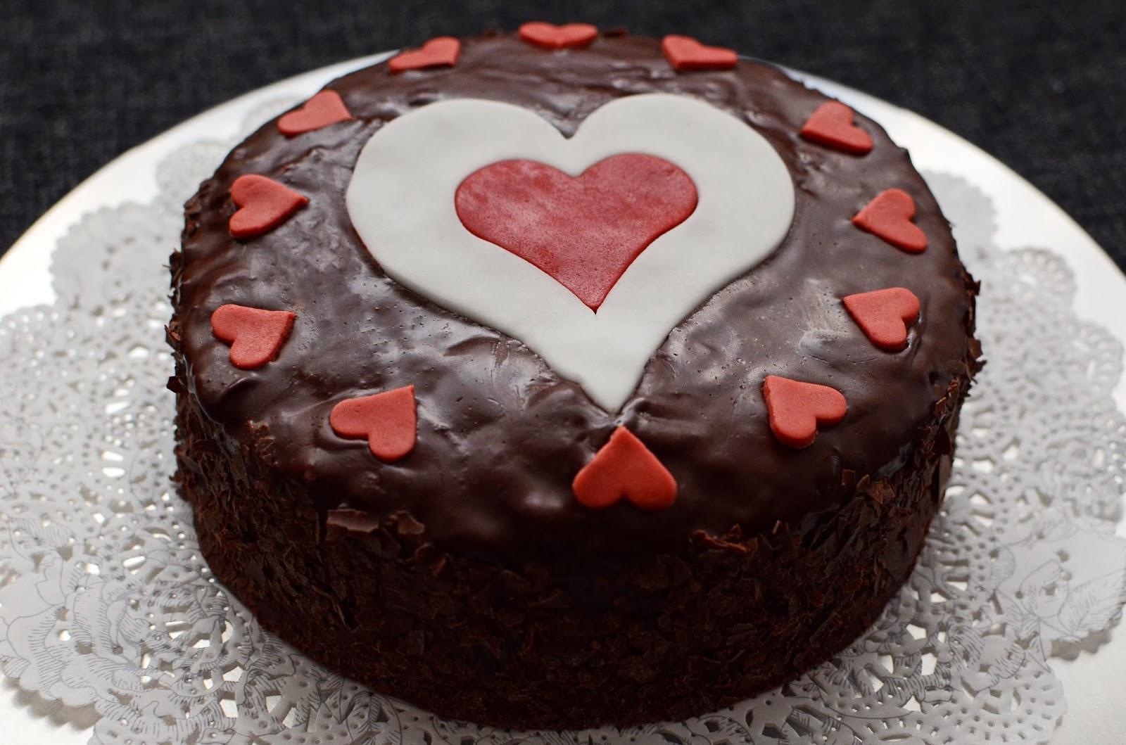 Da Liegt Es Ja Praktisch Auf Der Hand, Dass Ein Saftig Zarter Schoko Apfel  Kuchen Den Romantischen Tag Perfekt Macht   Wenn Ihr Ihn Denn ...