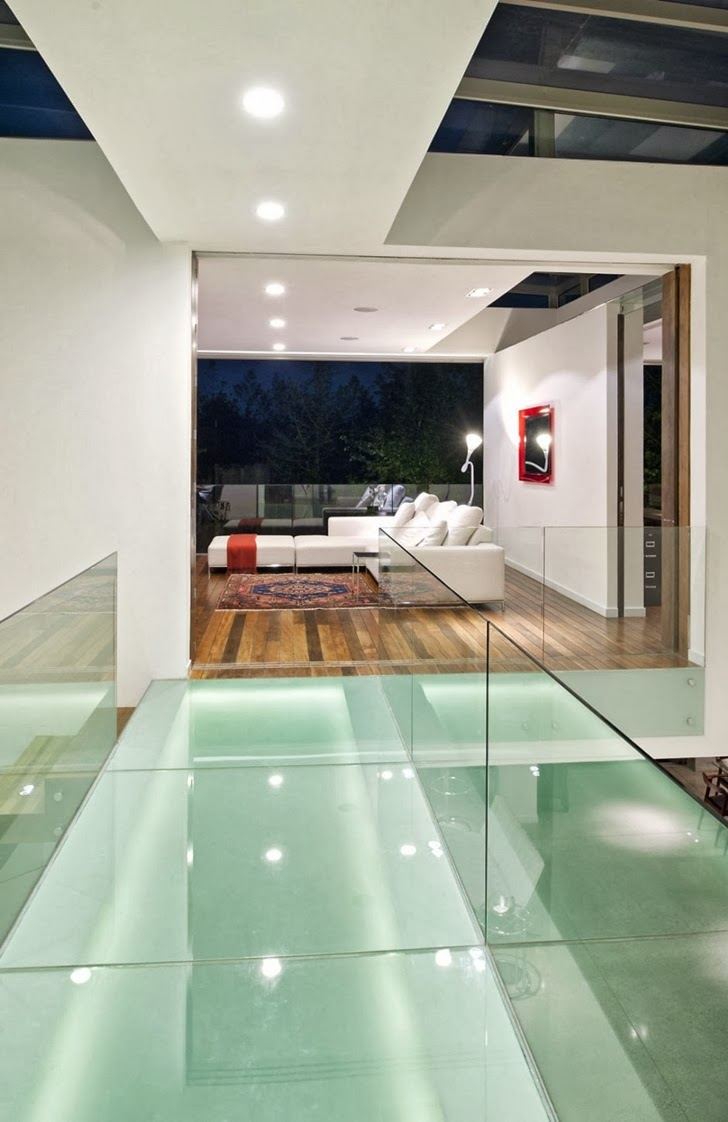 Interior bridge in Modern dream home by Paz Arquitectura
