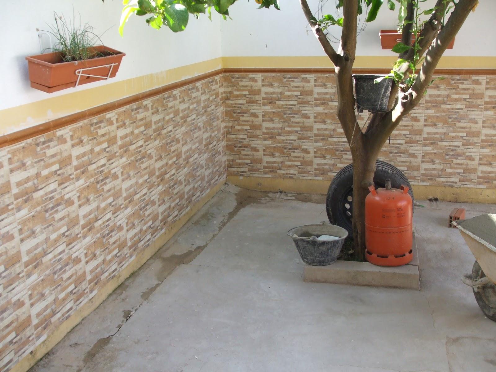 Azulejos alicatados y alicatadores alicatado de adosado for Azulejos patio