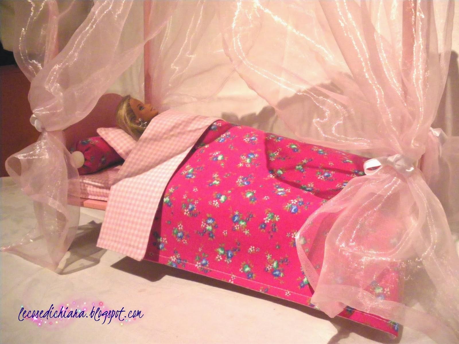 lecosedichiara: Un letto a baldacchino per Barbie!