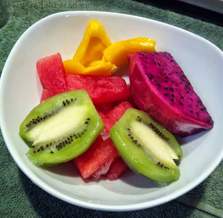 Food lover, foodgasm, Malaysian Cuisine, Malaysian Food, Best food in Malaysia, Travel to Malaysia, What to eat in Malaysia, Exotic fruits, Dragon Fruit, Kiwi fruit, Bowl of exotic fruits, Food bloggers in Pakistan, Teh tarik, Milk Tea