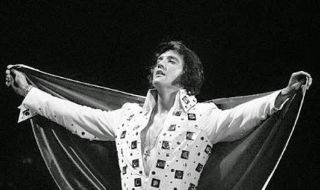 Gigi palsu milik penyanyi Elvis Presley Dipamerkan di Inggris