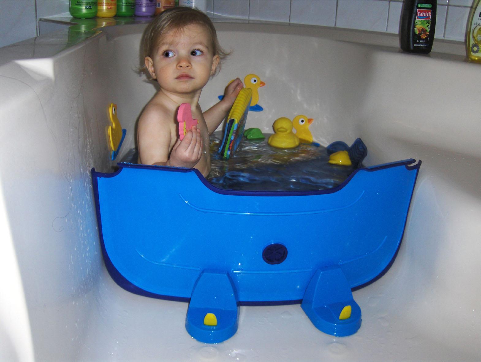 Et sa f e des etincelles le r ducteur de baignoire l - Baignoire pour douche bebe ...