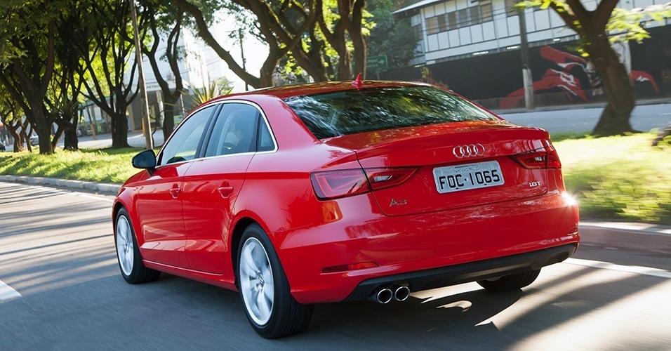 Audi A3 Sedan vermelho