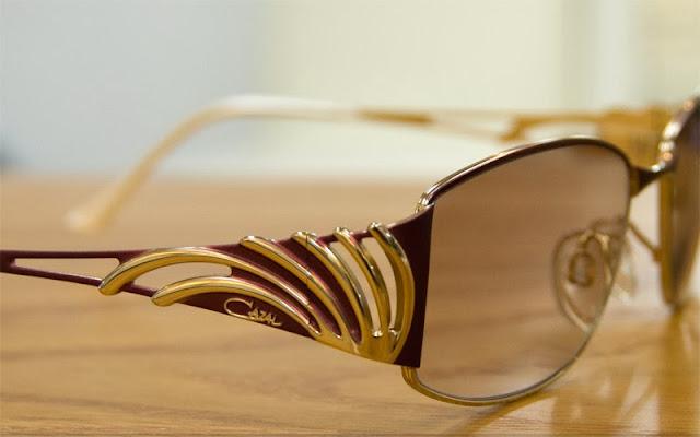 M様のメガネ、カザール