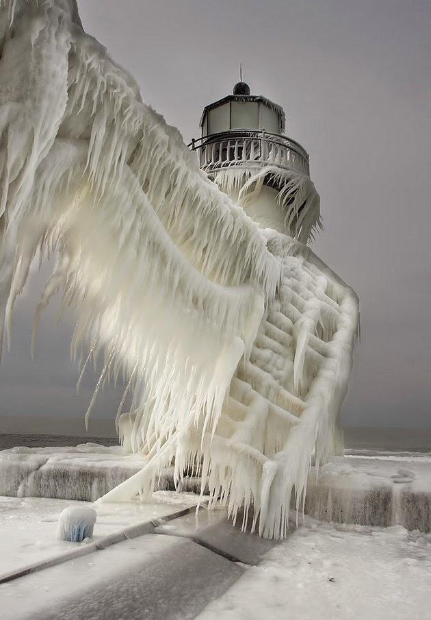 elegant-ice-sculptures-2