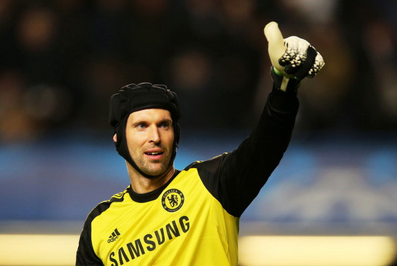 Chelsea goalkeeper Petr Čech has overtaken Peter Bonetti's club record of 208 clean sheets
