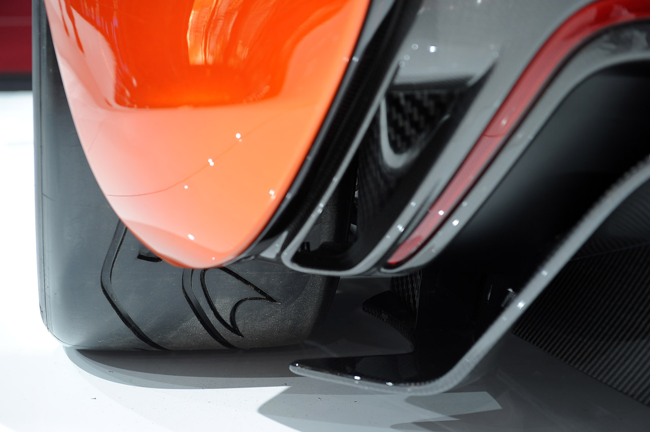 McLaren P1: Paris 2012 Photos