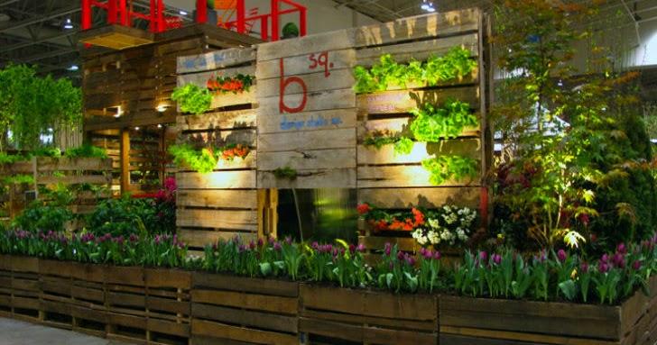 Estructura de jard n hecha al 100 de palets de madera en el bloom festival - Jardineras con palets de madera ...