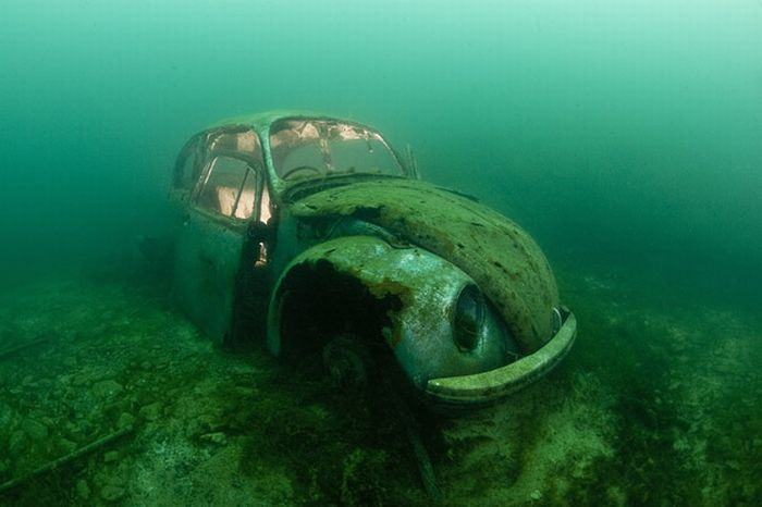 WW2 Shipwrecks http://www.damncoolpictures.com/2011/02/ship-wrecks-around-world.html