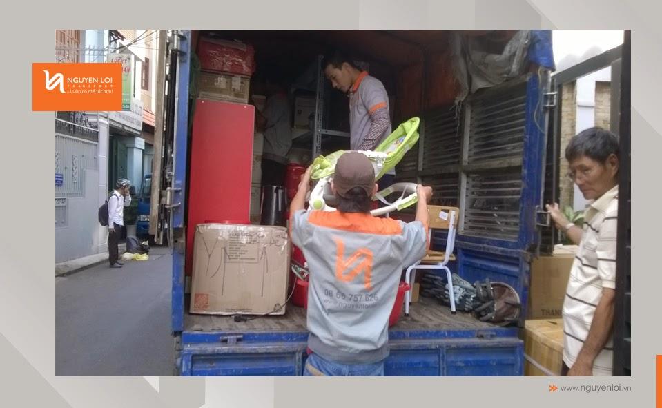 Khâu bốc xếp đồ đạc lên xe tải 1,5 tấn
