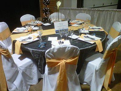Decoraci n de bodas salones decorados de amarillo y plomo - Manteles mesas grandes ...