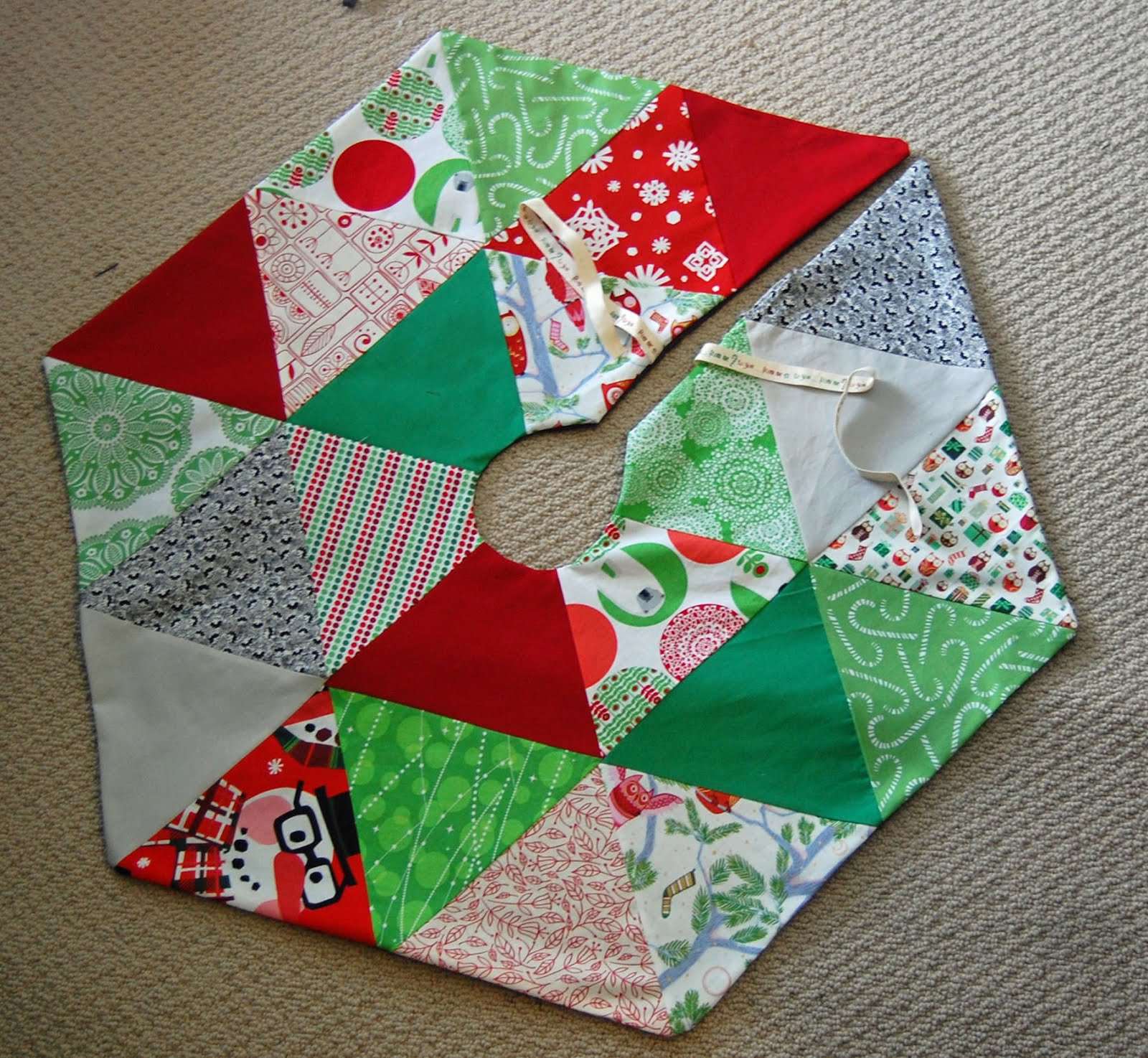 Free Quilted Christmas Tree Skirt Pattern