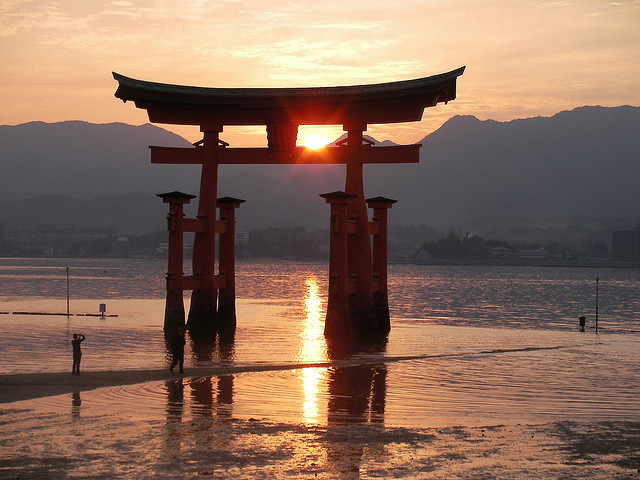 japans culture of suicide Despite modest fall in rate in recent years, japan has struggled to address cultural resistance to discussing mental health issues.