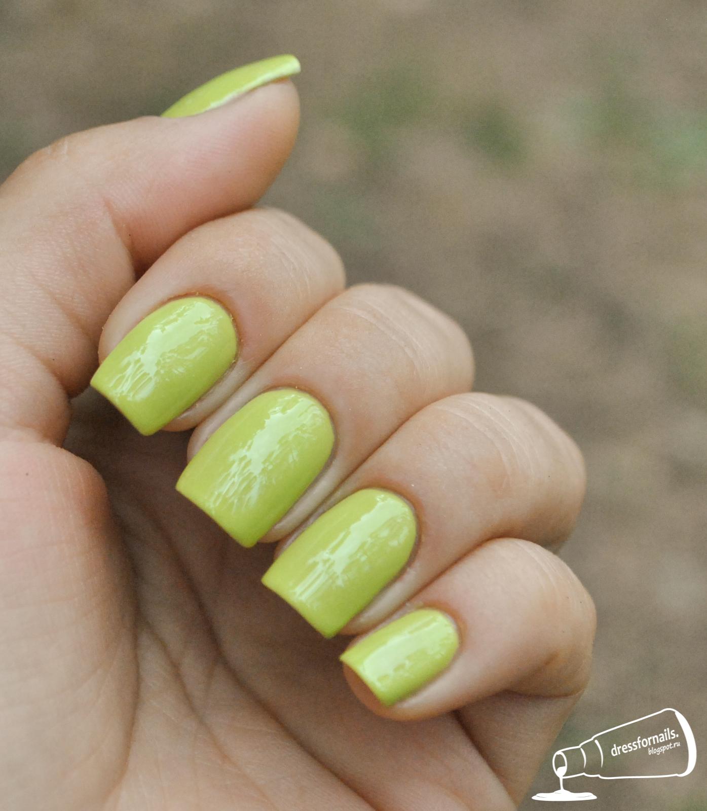 Нарощенные ногти в салатовом цвете фото