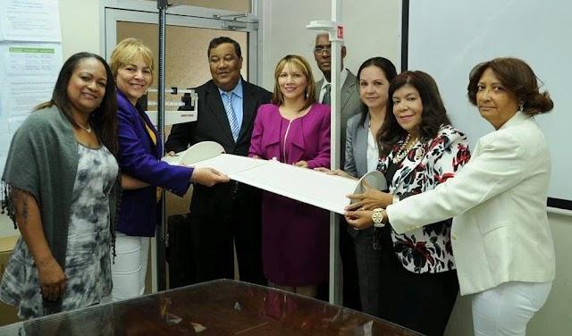 Salud Pùblica entrega Tallimetros y Balanzas para las Unidades Atención Primarias.