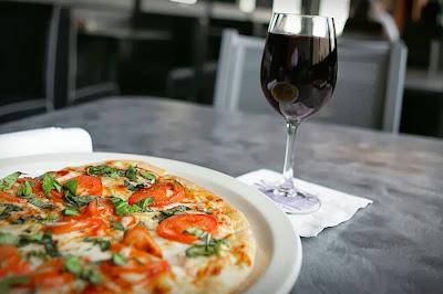 Pizza y copa de refresco