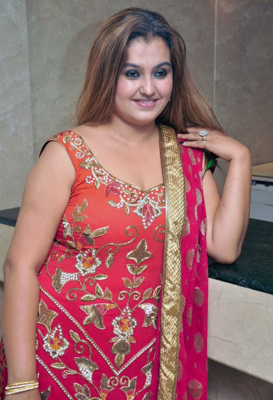 Tamil Old Masala Actress SonaSona Heiden Hot Cleavage Stills navel show