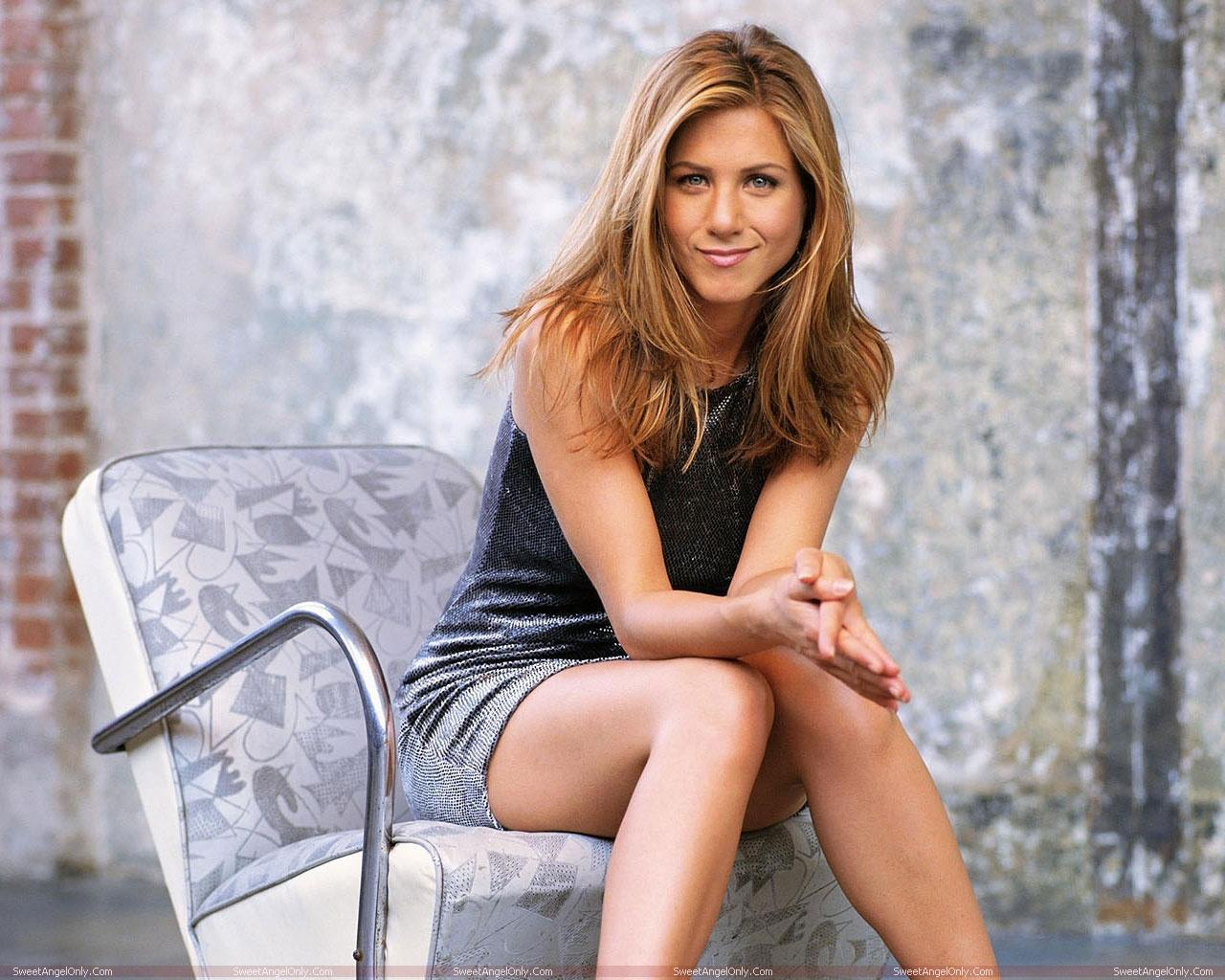 http://4.bp.blogspot.com/-k4EKGlAyX3A/TWVn29P5QBI/AAAAAAAAEjY/7ktKmUuDvk8/s1600/actress_jennifer_aniston_hot_wallpapers_in_bikini_sweetangelonly_05.jpg