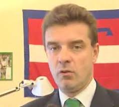 """""""UN CULO SOPRA DUE POLTRONE"""" è il motto del nuovo parlamento"""