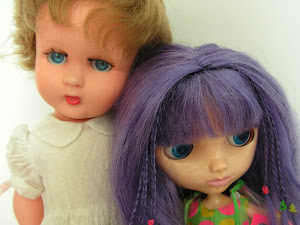 Blythe meets a French doll