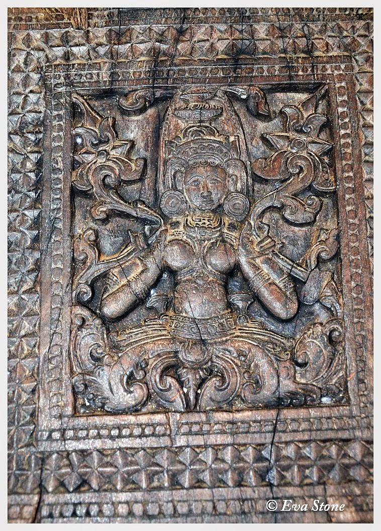 Eva Stone photo, ancient, wood carving, Na tree, ironwood, Embekke Devale