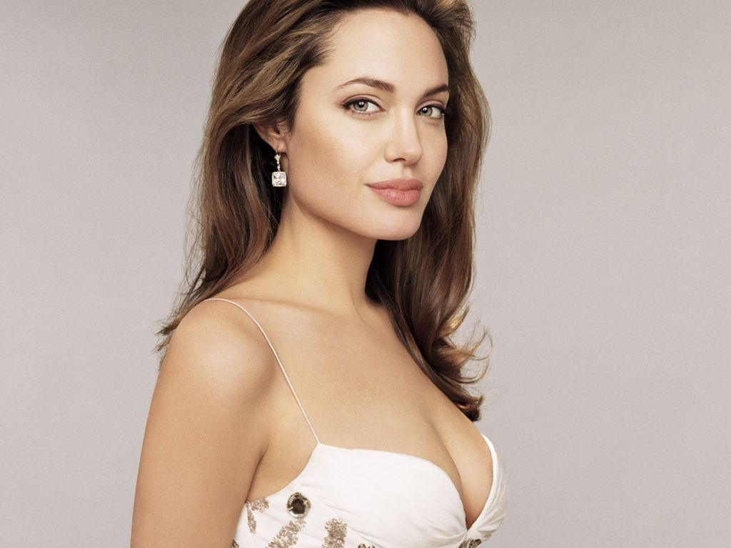 http://4.bp.blogspot.com/-k4gTVYGVIAE/TxmHxn_bUFI/AAAAAAAABbM/YanvBv0YpU0/s1600/Angelina-Jolie-Wallpapers-Windows-7-7.jpg