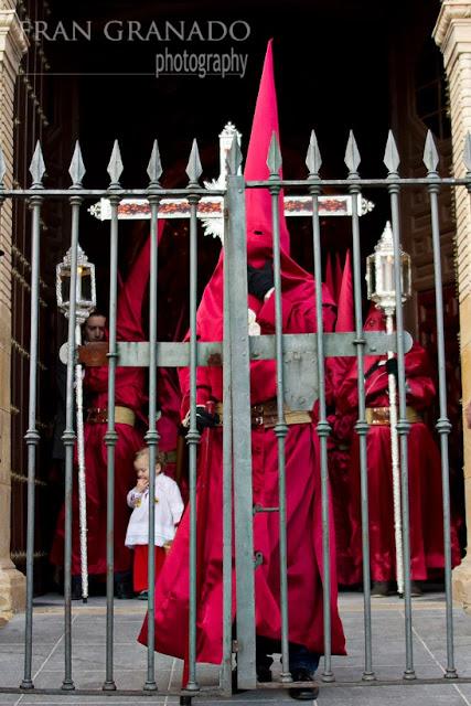 http://franciscogranadopatero35.blogspot.com/2013/11/jueves-santo-con-la-hdad-de-la.html