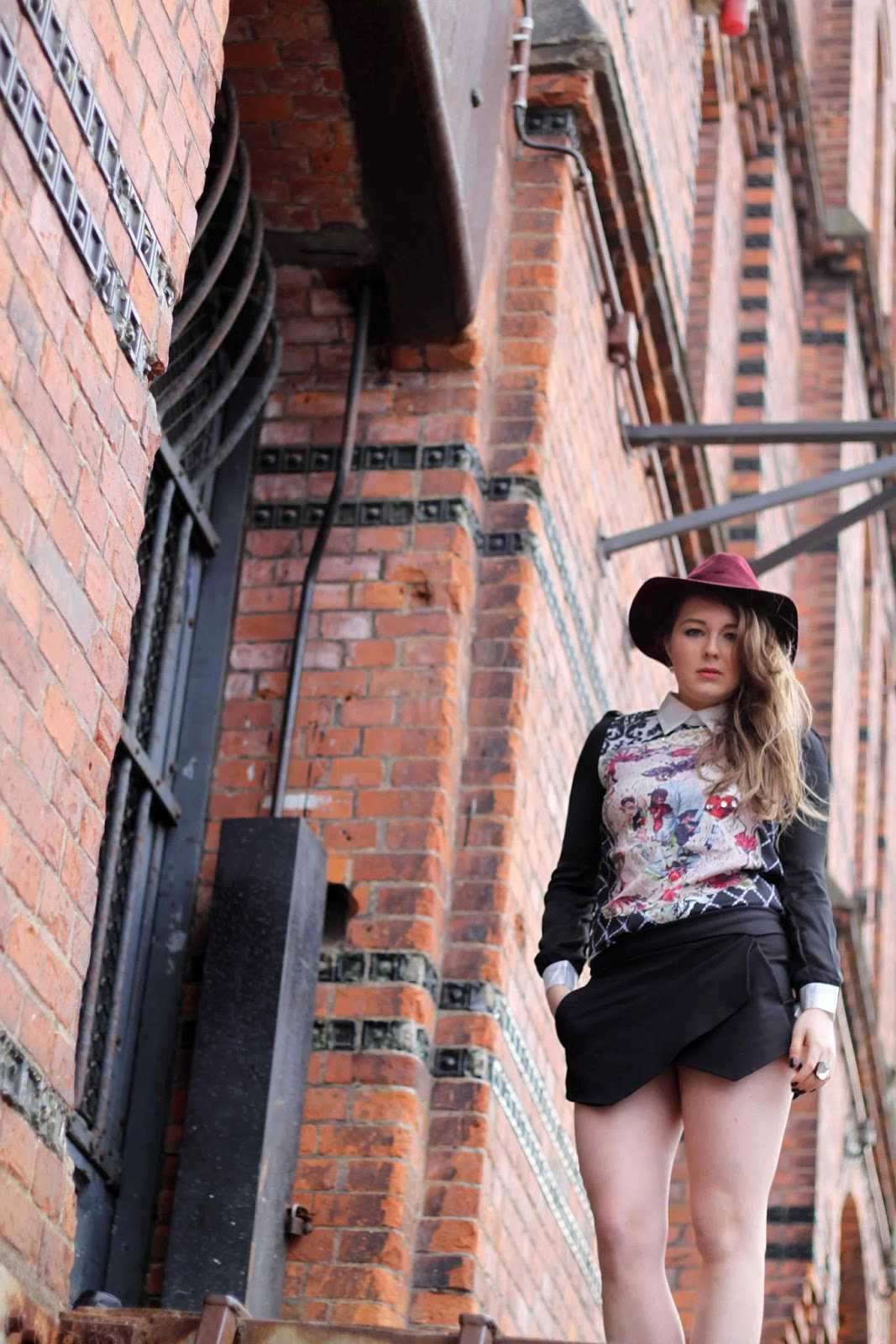Lilac floppy hat, Hut, black Zara skort, schwarze skorts, Barock shirt, beste deutsche Modeblogger, best german fashion blogger, nude stud steve madden, hamburg, germany, harbor,