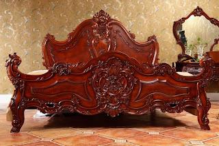 Mebel klasik Italian furniture style terbuat dari kayu mahoni, dipan ukir mebel jepara