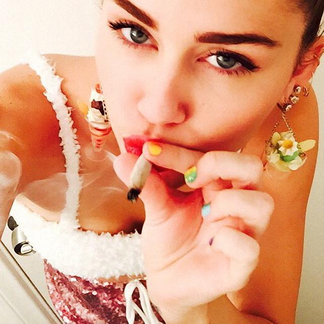 Miley Cyrus fuma marihuana