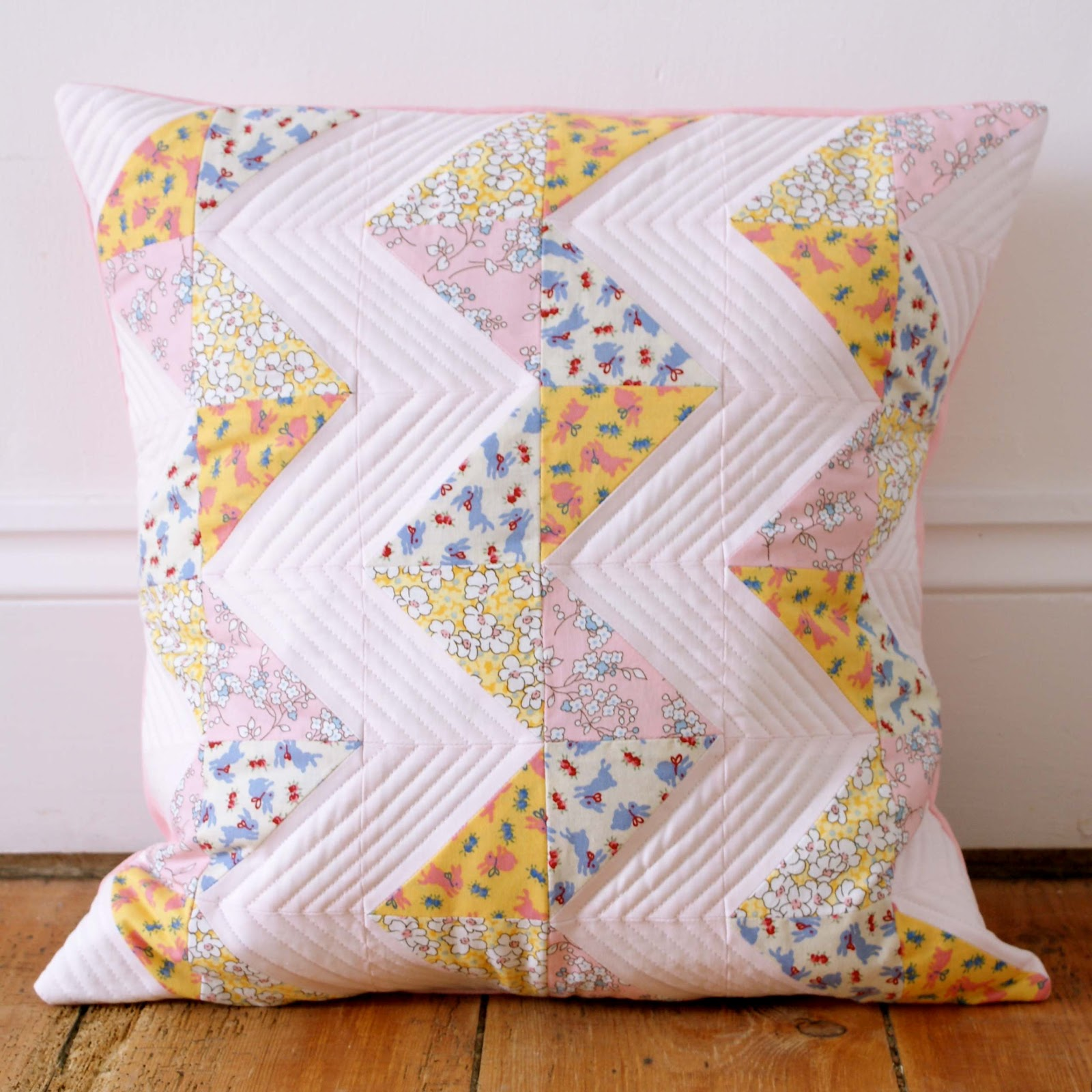 messyjesse a quilt blog by jessie fincham chevron patchwork pillow tutorial. Black Bedroom Furniture Sets. Home Design Ideas